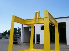 Yellow crane weight certification platform